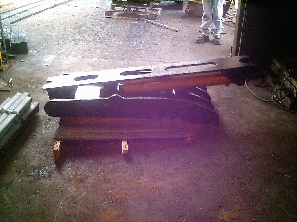 Ht2458 hydraulic excavator thumb 1