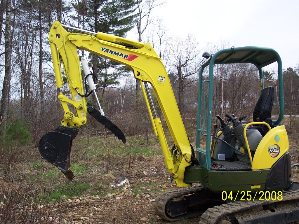 YANMAR VIO 35 with hydraulic mini excavator thumb installed