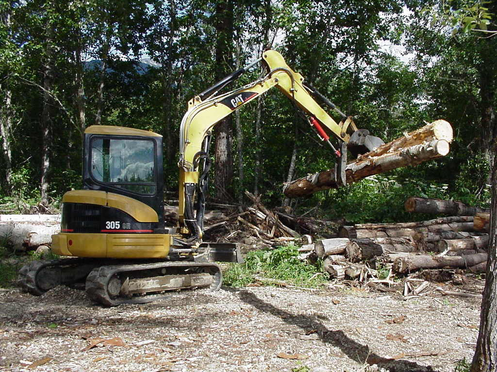 CAT 305 CR excavator with 8\