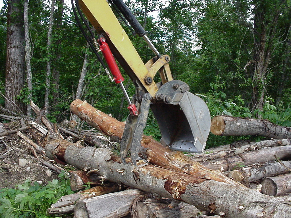 HT830 mini excavator thumb just moved some logs