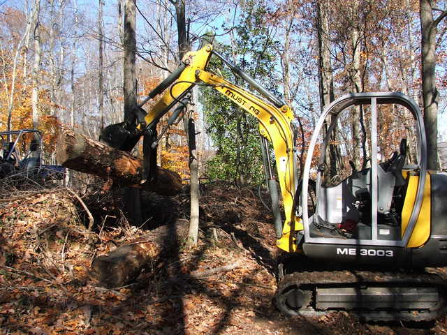 MUSTANG ME 3003 with HT830 mini hydraulic excavator thumb