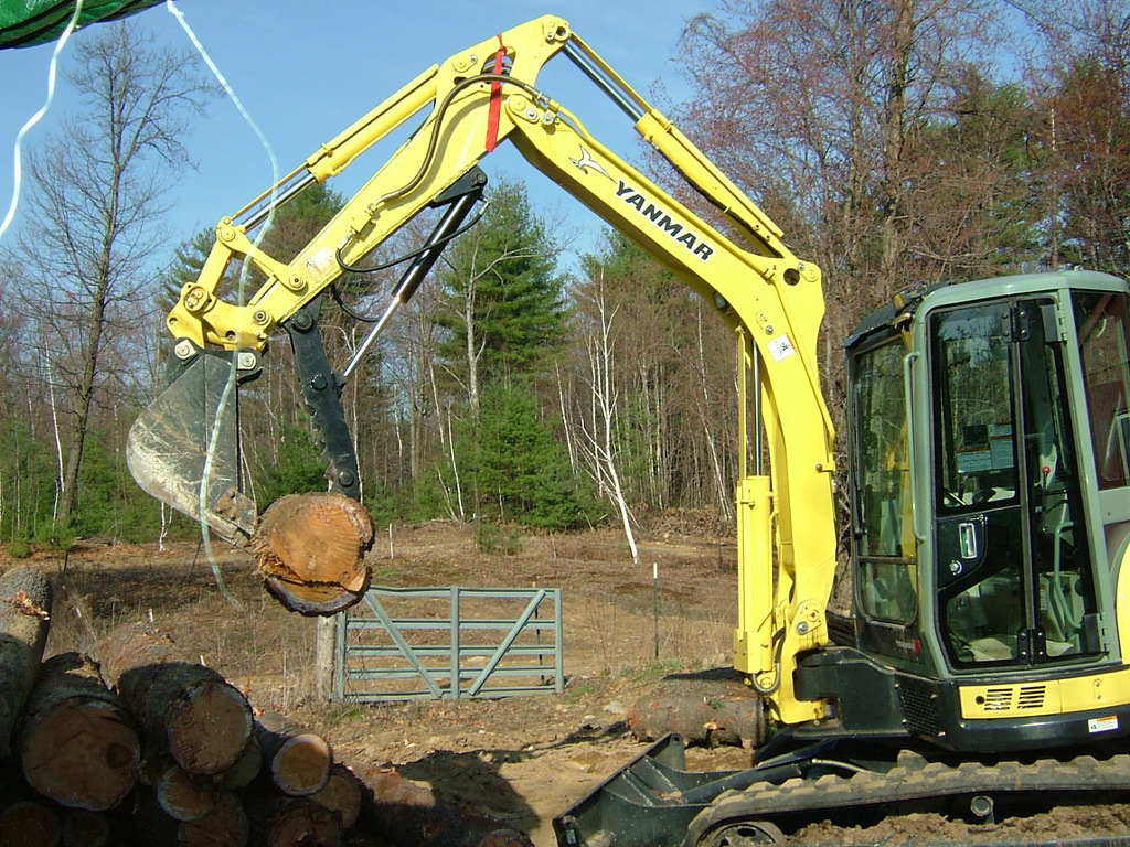 YANMAR mini excavator with HT830 mini hydraulic thumb installed