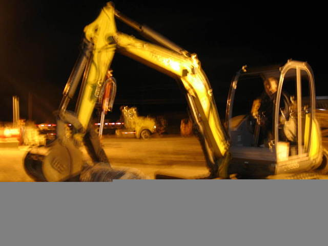 ht830 mini thumb on night time construction