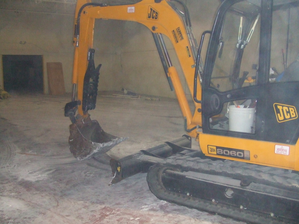 MT1035 thumb installed on a JCB 8060 excavator