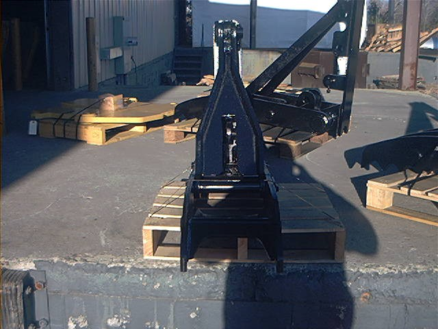 Frontal profile of the MT1240 excavator backhoe thumb.