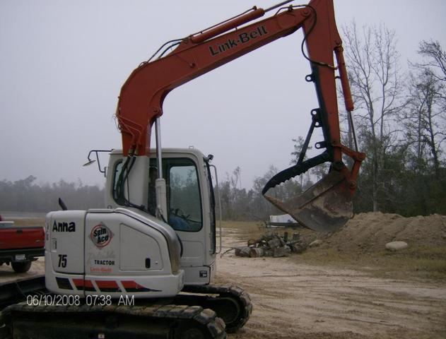 MT1240 excavator thumb installed on a Link-Belt 75 excavator