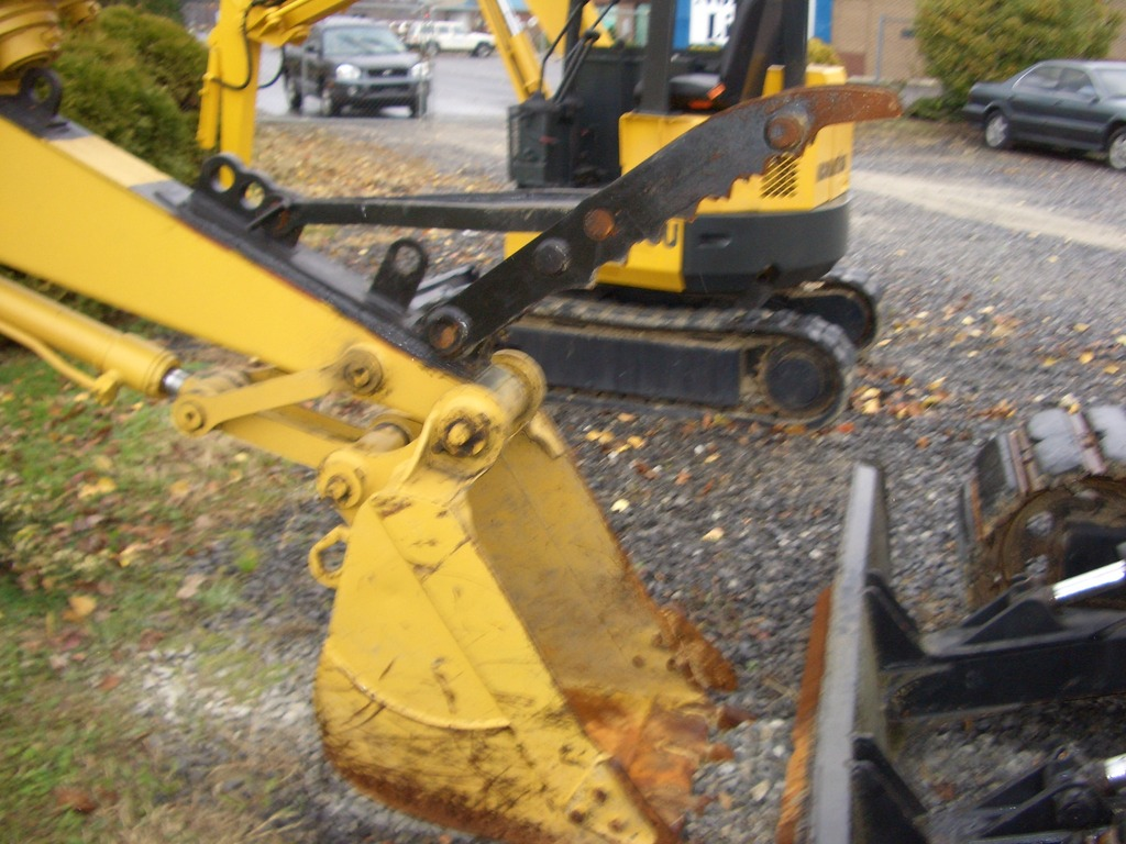 Another shot of the MT1240 excavator thumb installed on equipment.