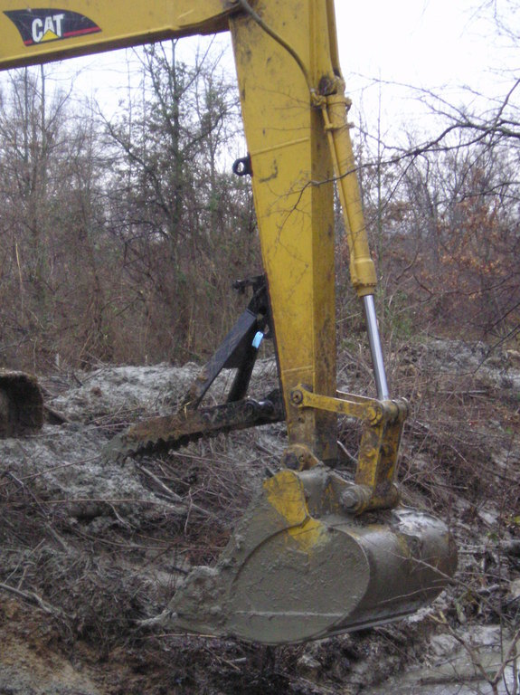 MT2458 thumb installed on a CAT excavator