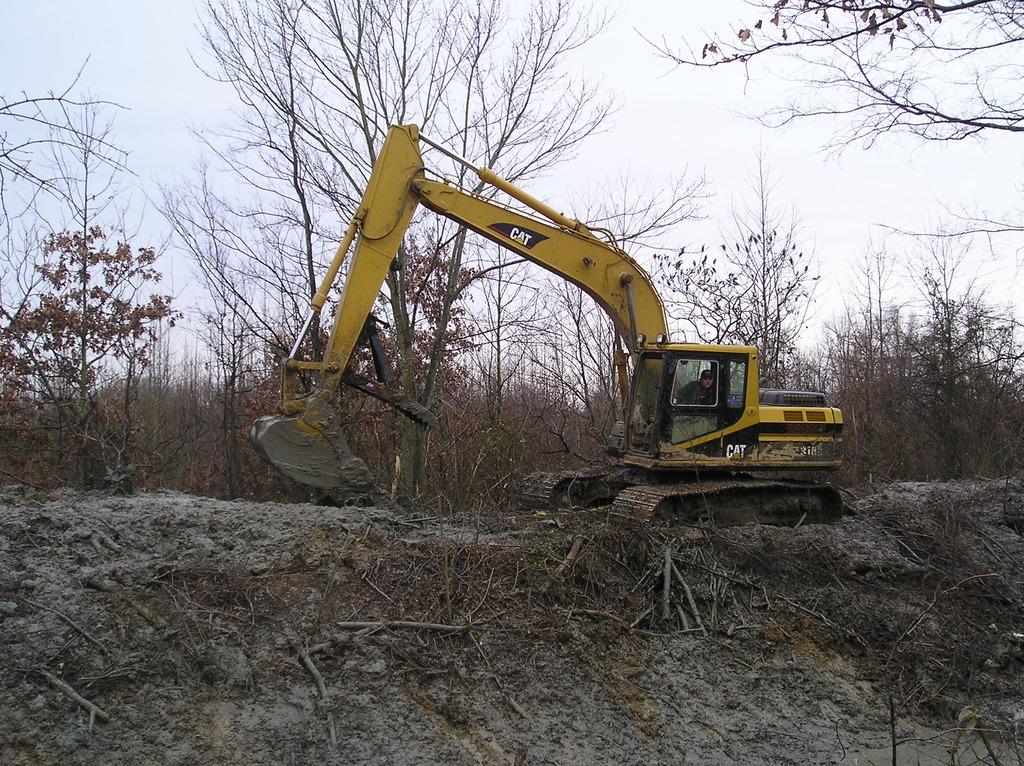 Side profile of MT2458 excavator thumb installed on a Cat excavator.