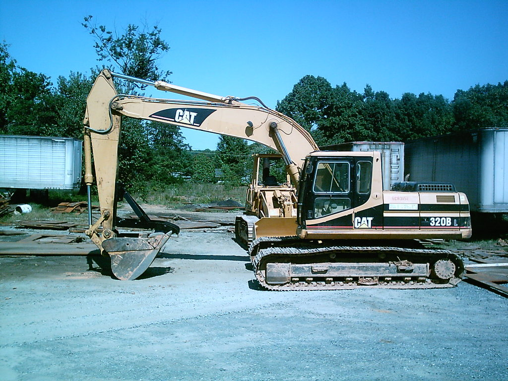 MT2458 thumb installed on CAT 320 B excavator