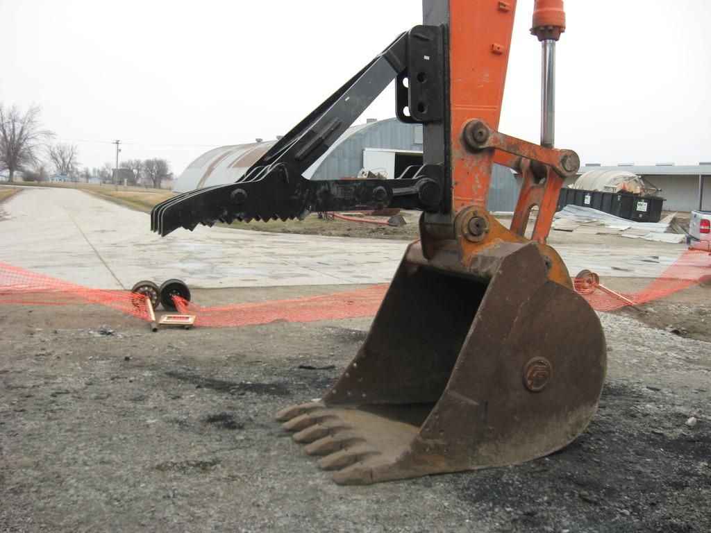 mt3070 excavator thumb