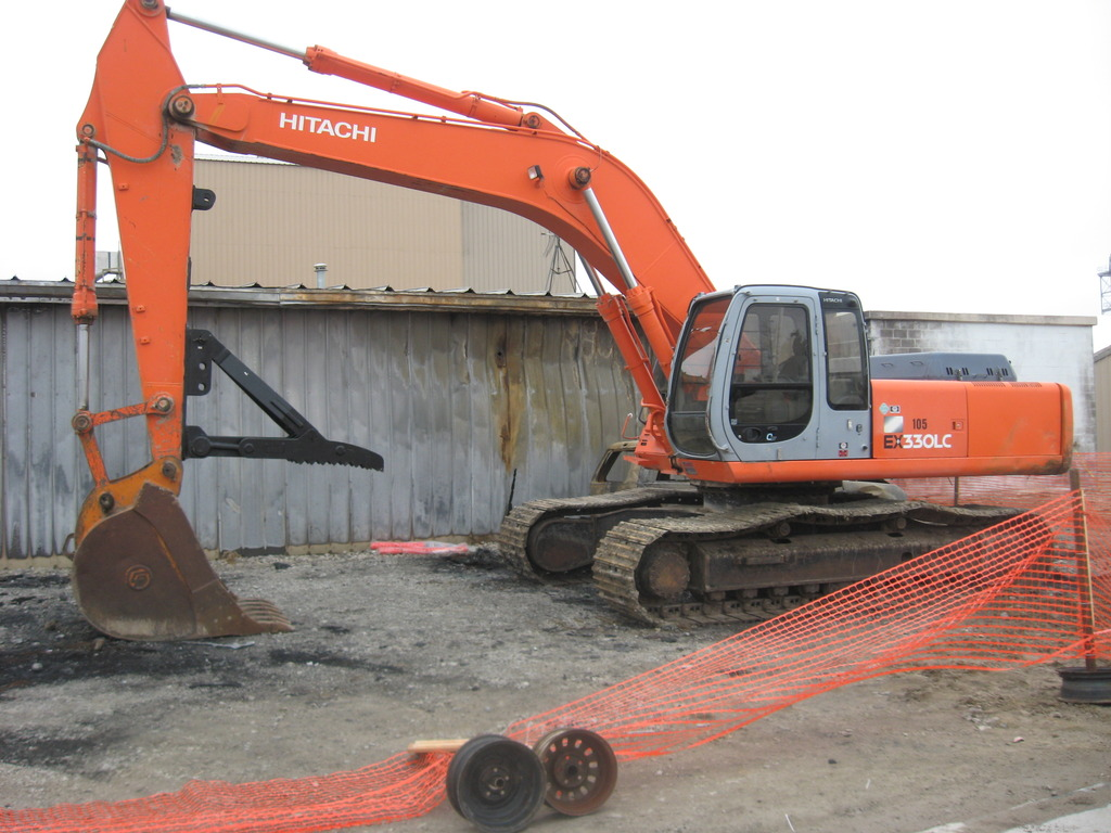 mt3070 excavator thumb installed on an hitachi ex330lc