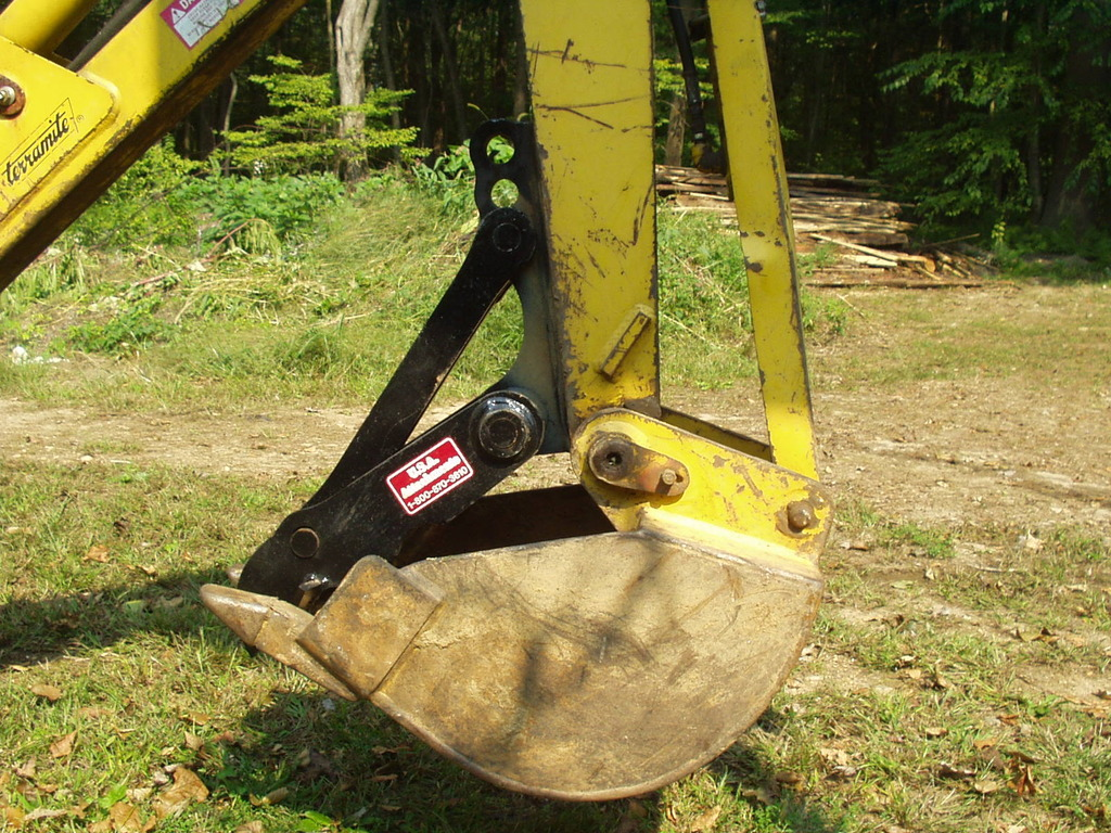 Profile of an MT618 thumb installed on a Terramite T5C compact loader backhoe.