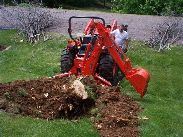 KUBOTA BH90 backhoe with MT618 mini thumb digging
