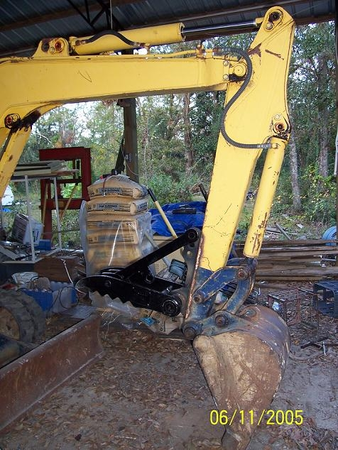 MT824 mini excavator thumb welded on a machine