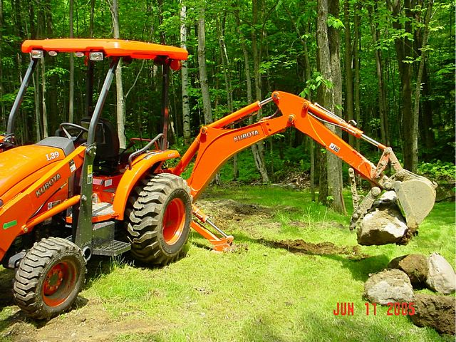 MT824 mini thumb installed on an  Kubota L39 mini backhoe