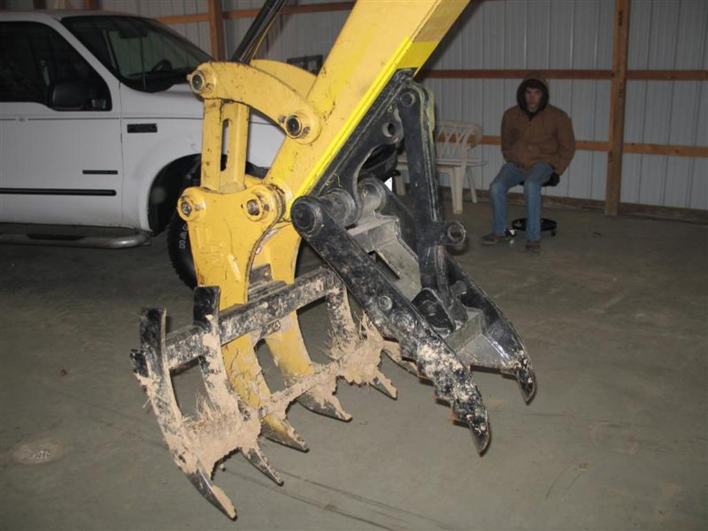 USA Attachments MT830 mini thumb installed with excavator tree stumper and rake