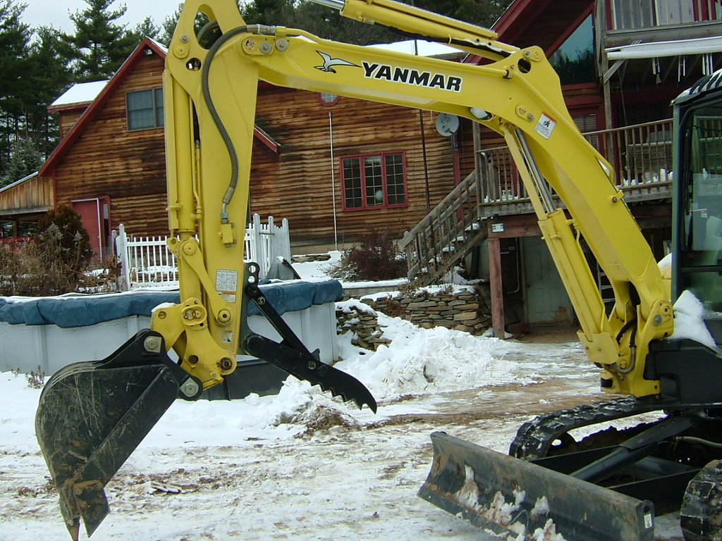 Yanmar mini excavator with MT830 mini excavator thumb
