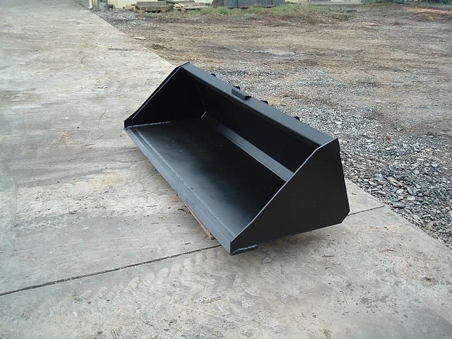 Skid steer low profile bucket 1
